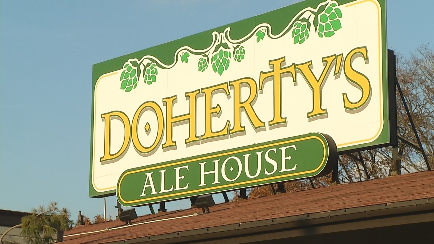 A sign on the door of Doherty's Ale House on Jefferson Boulevard says the restaurant is closed. (WJAR)