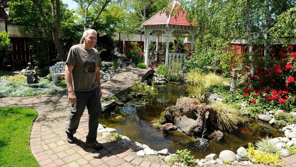 Trains bloom on annual garden tour