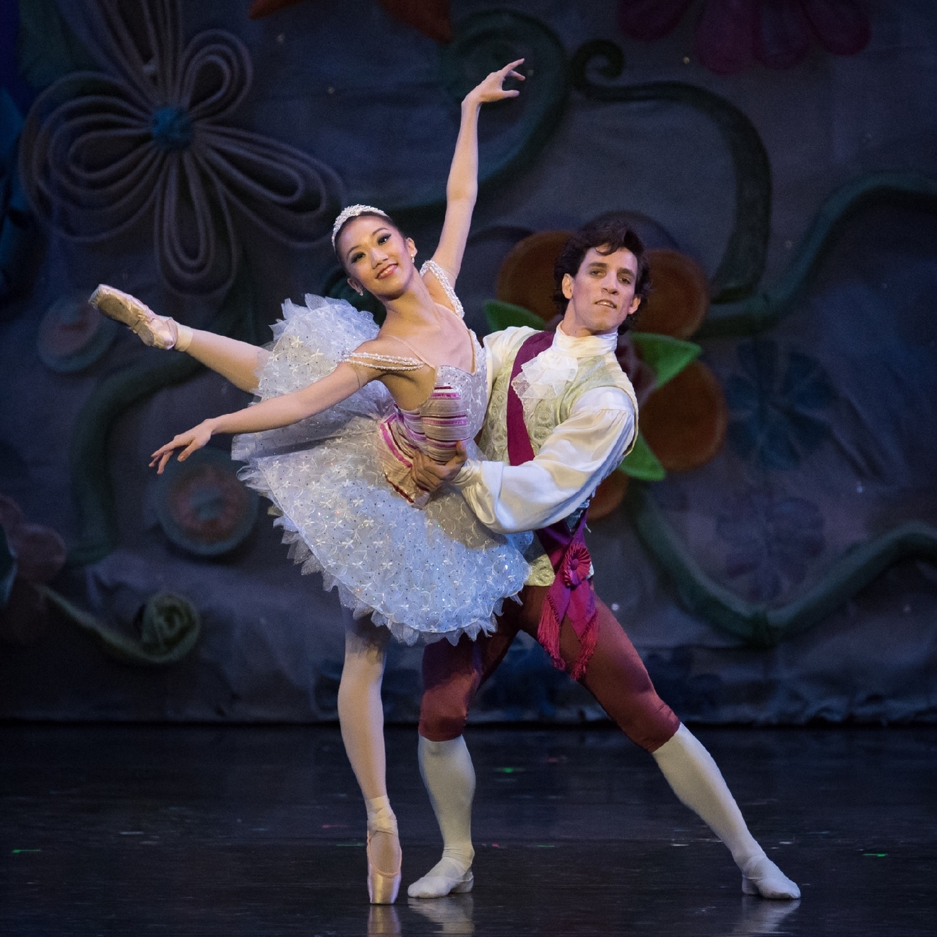 Cincinnati Ballet Soloist Chisako Oga and Principal Dancer Cervilio Miguel Amador as Sugar Plum Fairy and Cotton Candy Cavalier in Cincinnati Ballet's The Nutcracker, performed at the Kennedy Center. / Image: Peter Mueller