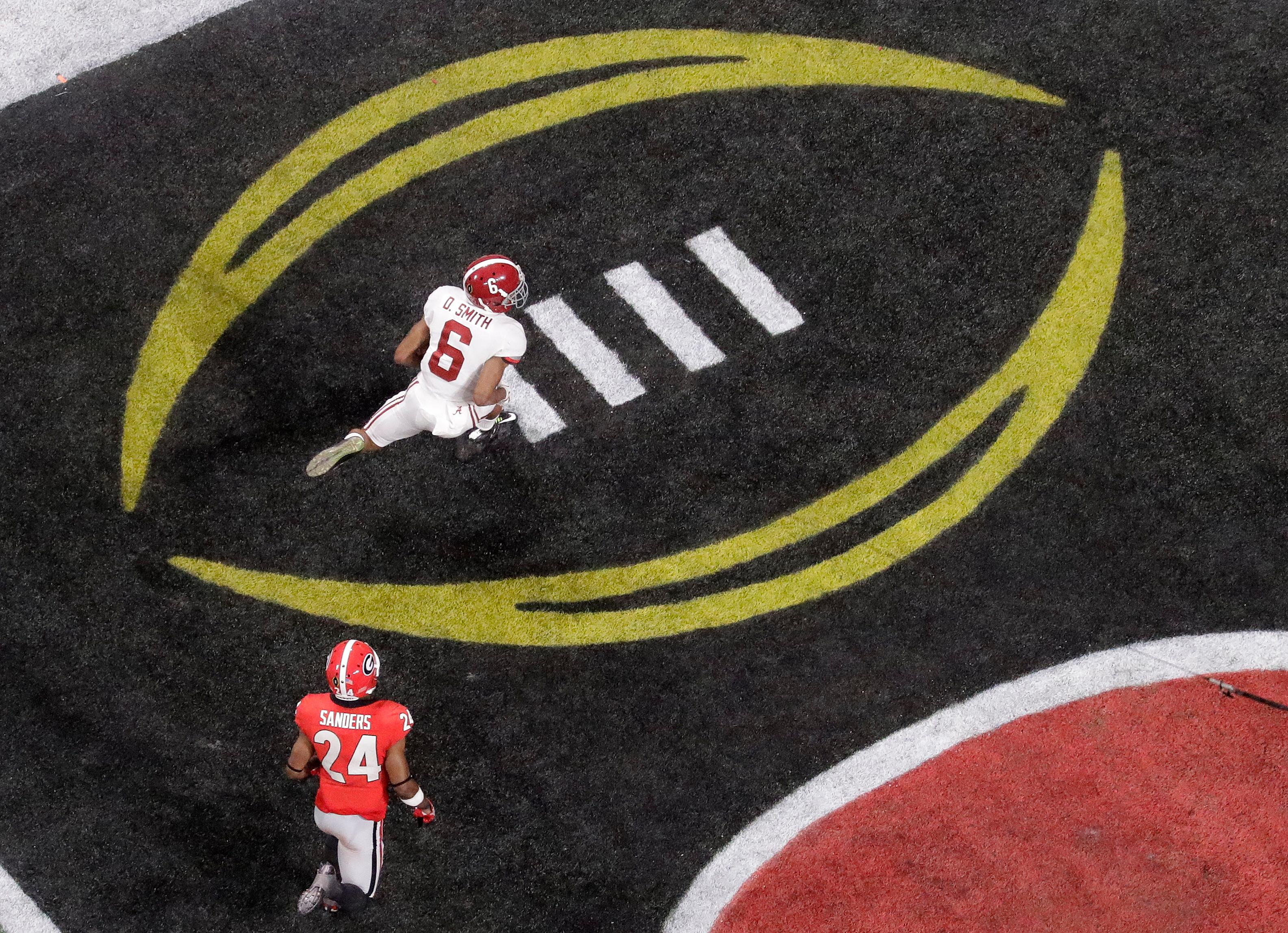 Alabama's DeVonta Smith catches a touchdown pass during overtime of the NCAA college football playoff championship game against Georgia Monday, Jan. 8, 2018, in Atlanta. Alabama won 26-23. (AP Photo/John Bazemore)