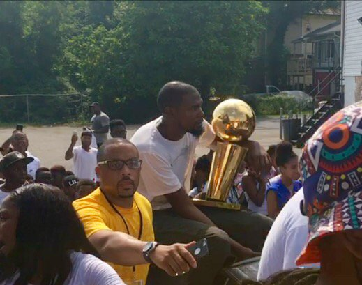 Golden State Warriors superstar Kevin Durant gets warm welcome from crowd during victory parade in Seat Pleasant, Md.  Thursday, Aug. 17, 2017 (Brad Bell/ABC7)
