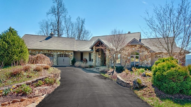 119 Village Springs Lane, Hendersonville