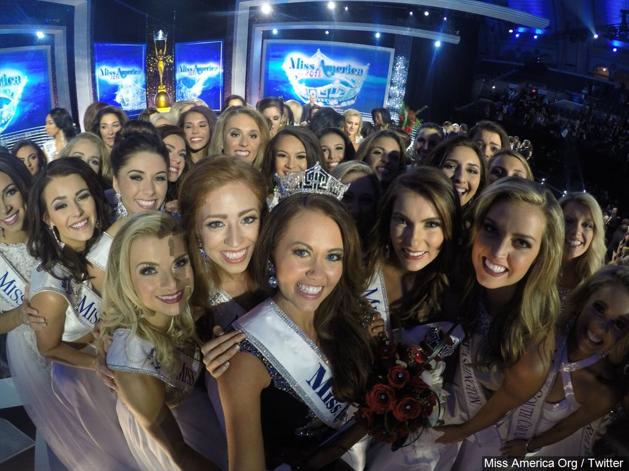 Miss America 2018, Cara Mund with fellow contestants. (Photo credit:{ }Miss America Org / Twitter via MGN online)