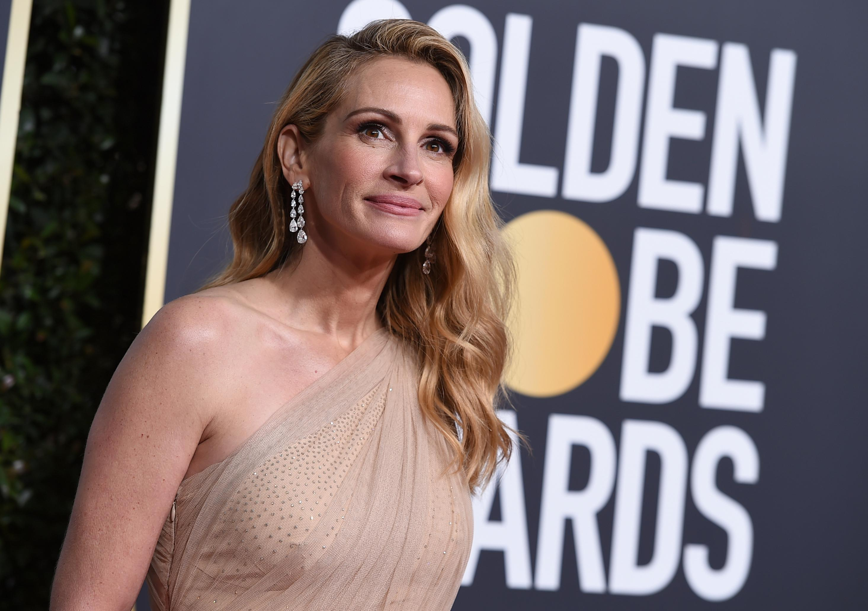Julia Roberts arrives at the 76th annual Golden Globe Awards at the Beverly Hilton Hotel on Sunday, Jan. 6, 2019, in Beverly Hills, Calif. (Photo by Jordan Strauss/Invision/AP)