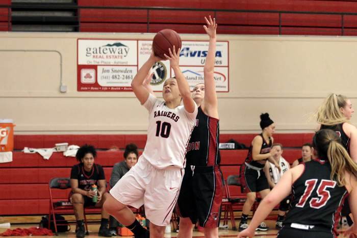 Southern Oregon University vs. Western Oregon University, Ladies Basketball. [ // PHOTOS BY: LARRY STAUTH JR]