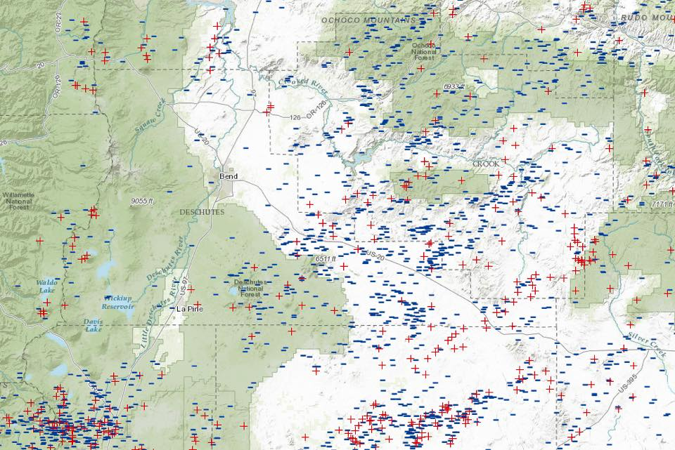 Map shows lightning strikes in the past 72 hours in blue. Map via USDAFS Deschutes National Forest.