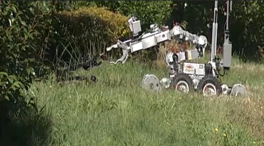 A larger robot appeared to attempt a handoff. (SBG)<p></p>