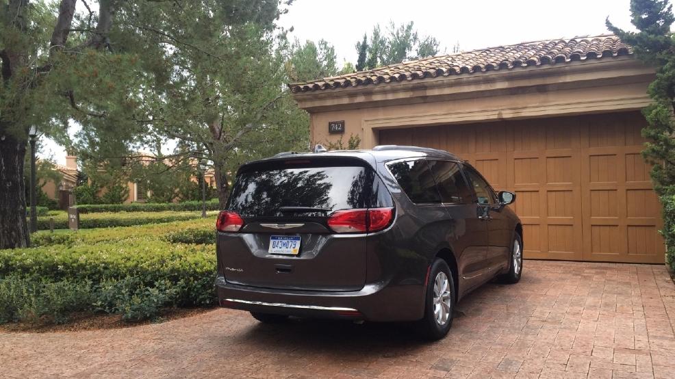 Simple 2017 Chrysler Pacifica Hightech Features Break Minivan