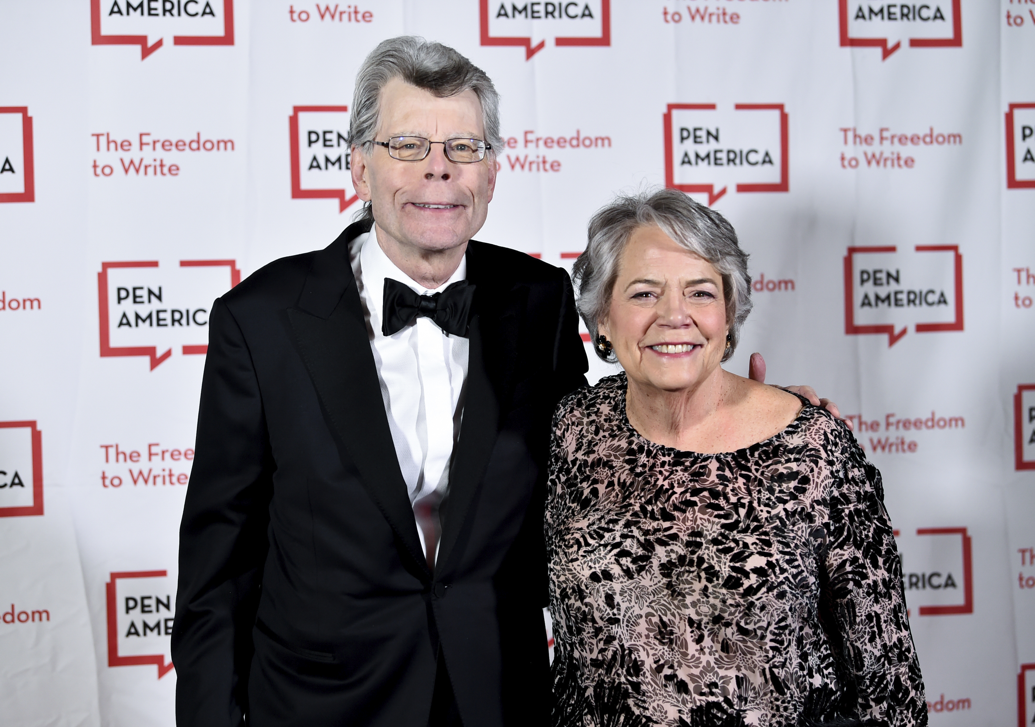 PEN literary service award recipient Stephen King poses with Simon & Schuster president Carolyn Reidy at the 2018 PEN Literary Gala at the American Museum of Natural History on Tuesday, May 22, 2018, in New York. (Photo by Evan Agostini/Invision/AP)