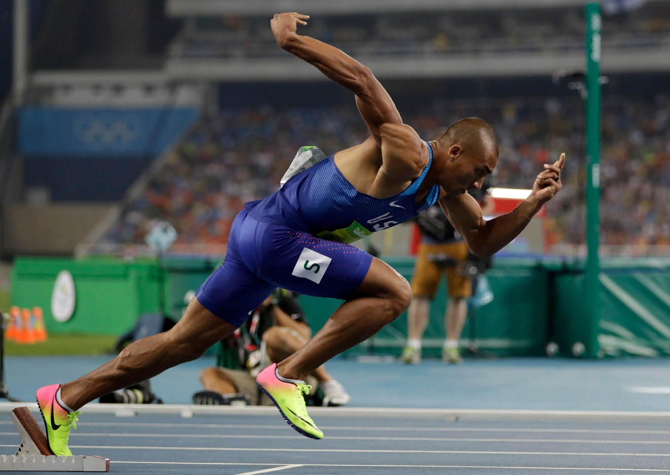 United States' Ashton Eaton competes in the men's decathlon 400-meter heat during the athletics competitions of the 2016 Summer Olympics at the Olympic stadium in Rio de Janeiro, Brazil, Wednesday, Aug. 17, 2016. (AP Photo/David J. Phillip)