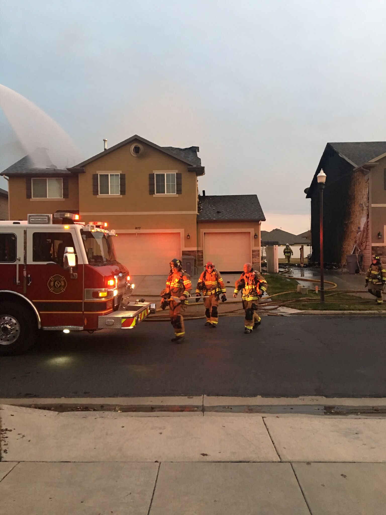 4 homes damaged in neighborhood fire (Photo: Aubry Bennion)