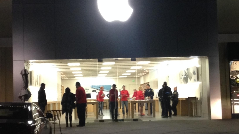 5 people arrested in connection to reno apple store robbery krnv. Black Bedroom Furniture Sets. Home Design Ideas