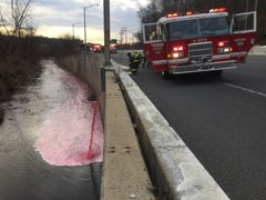 2,800 gallons of heating oil spills into the Jones Falls after tanker overturns on NB 83 (Credit: Jason Beran){&amp;nbsp;}<p></p>