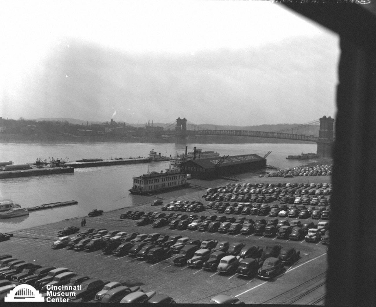 Cincinnati Riverfront in the early 20th Century / Image: Paul Briol,  accessed via the Cincinnati Museum Center History Library and Archives // Published: 2.16.19