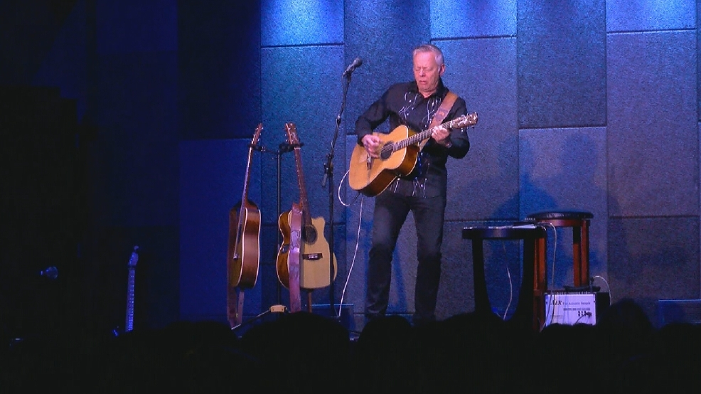 Virtuoso guitarist Tommy Emmanuel plays sold-out show in Bakersfield