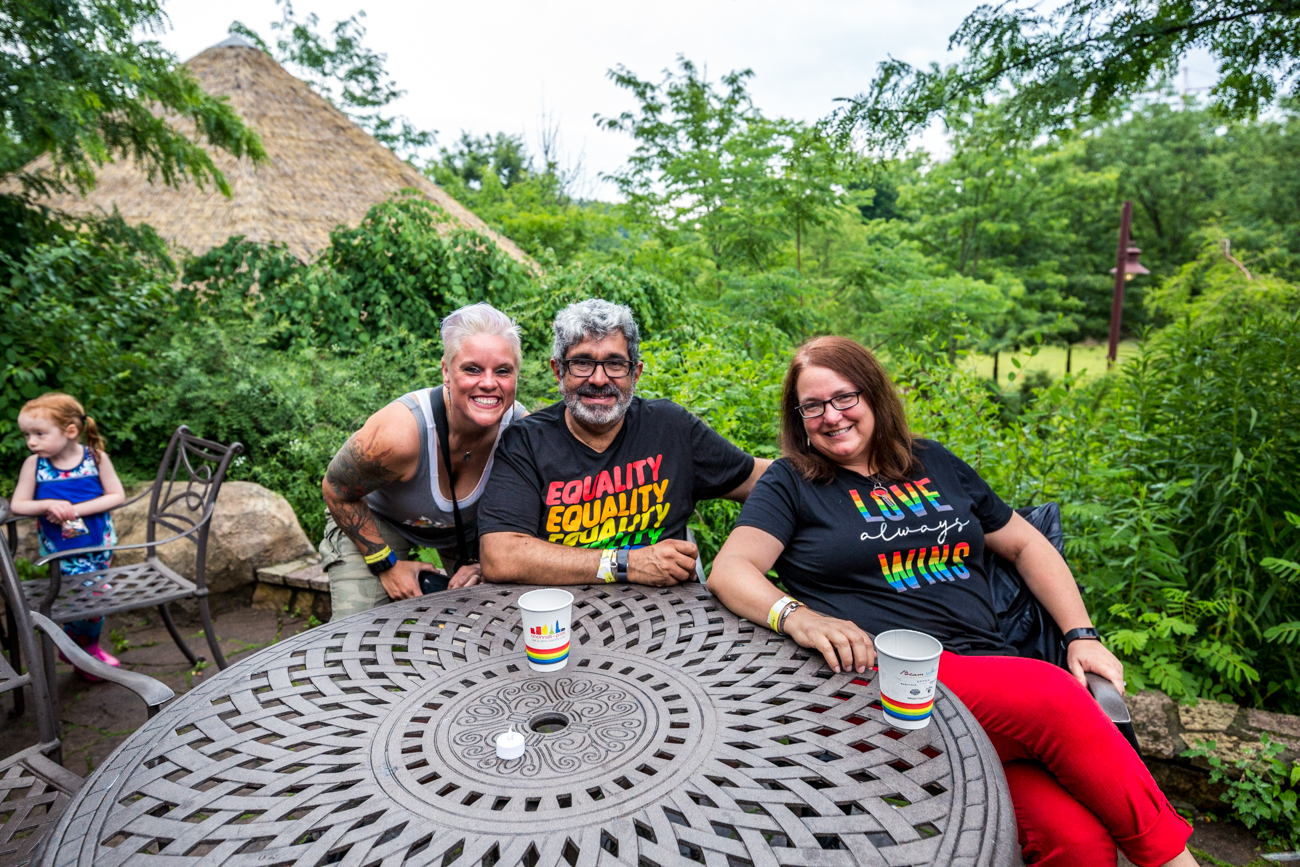 Hamie Schirmer with Mike and Susan Martinez /{ } Image: Catherine Viox // Published: 6.16.19