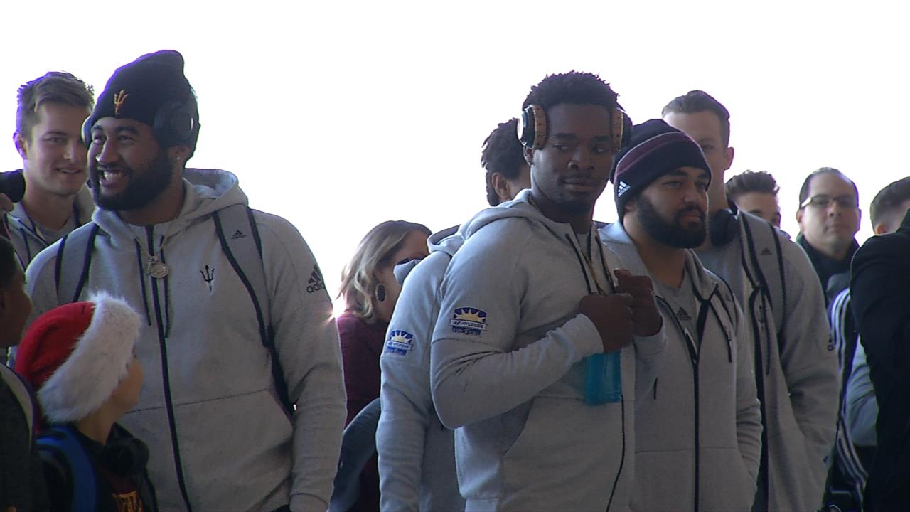 Coaches and members of the teams playing in the Hyundai Sun Bowl arrived in El Paso on Dec. 25, 2017. Credit: KFOX14 / CBS4