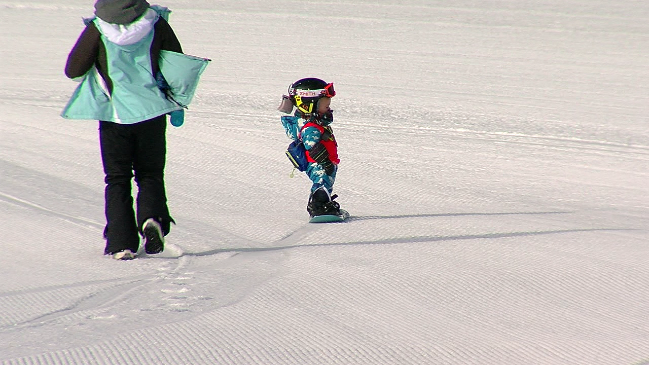 16-month-old snowboarder, Orion, a sight to see (WKRC)