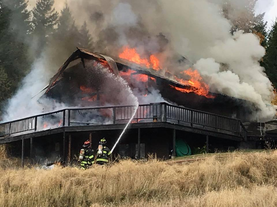 "Selkirk Fire Chief Ron Stocking <a href=""http://bit.ly/2gpfhsI"" target=""_blank"">tells the Bonner County Daily Bee</a> that the female tenant was alone at the time when she started the fire on Thursday in the home near Sagle and received a minor injury. (Courtesy Selkirk Fire)"