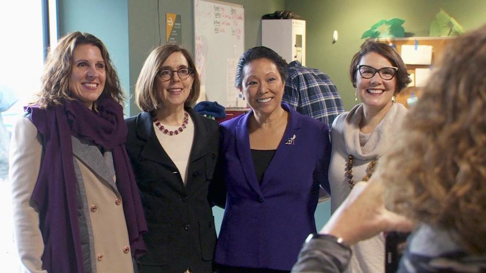 Gov. Brown visits Southeast Portland transitional shelter