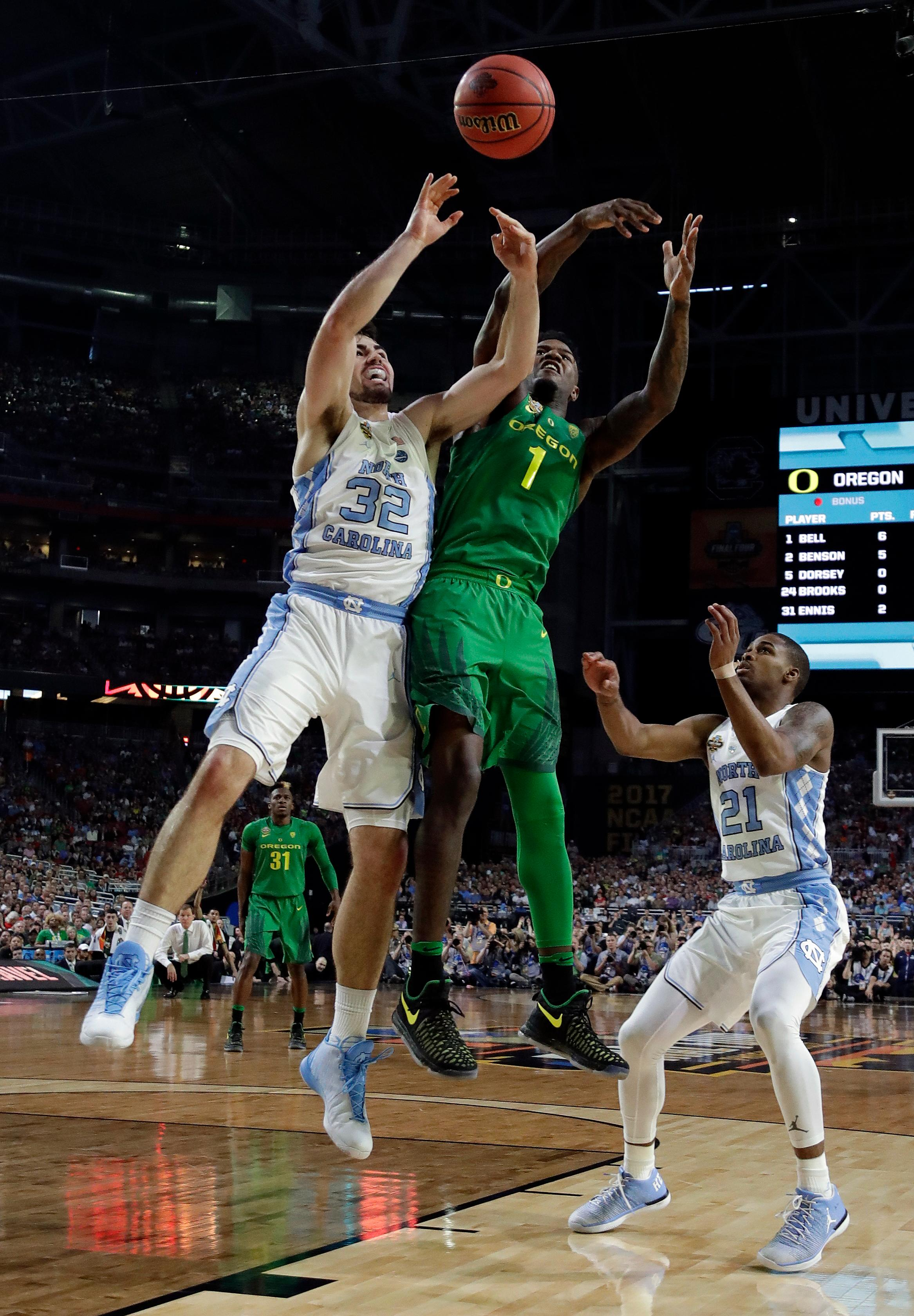 North Carolina's Luke Maye (32) and Oregon's Jordan Bell (1) battle for a rebound during the first half in the semifinals of the Final Four NCAA college basketball tournament, Saturday, April 1, 2017, in Glendale, Ariz. (AP Photo/David J. Phillip)