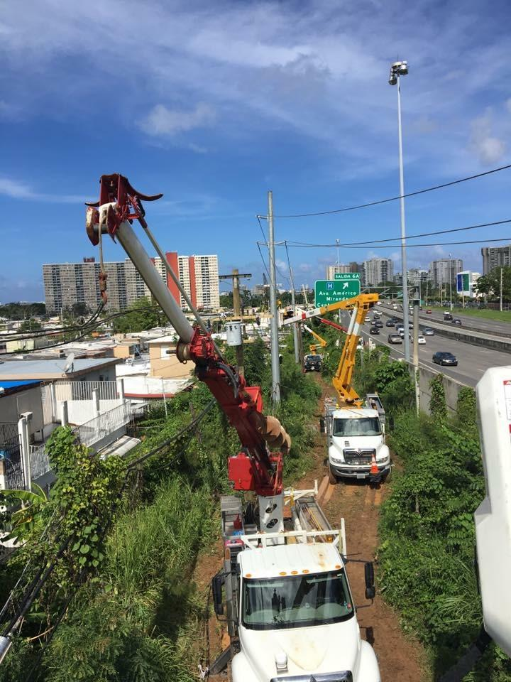 WPS crews working near a highway in San Juan, Puerto Rico. (Photo courtesy of Wisconsin Public Service)