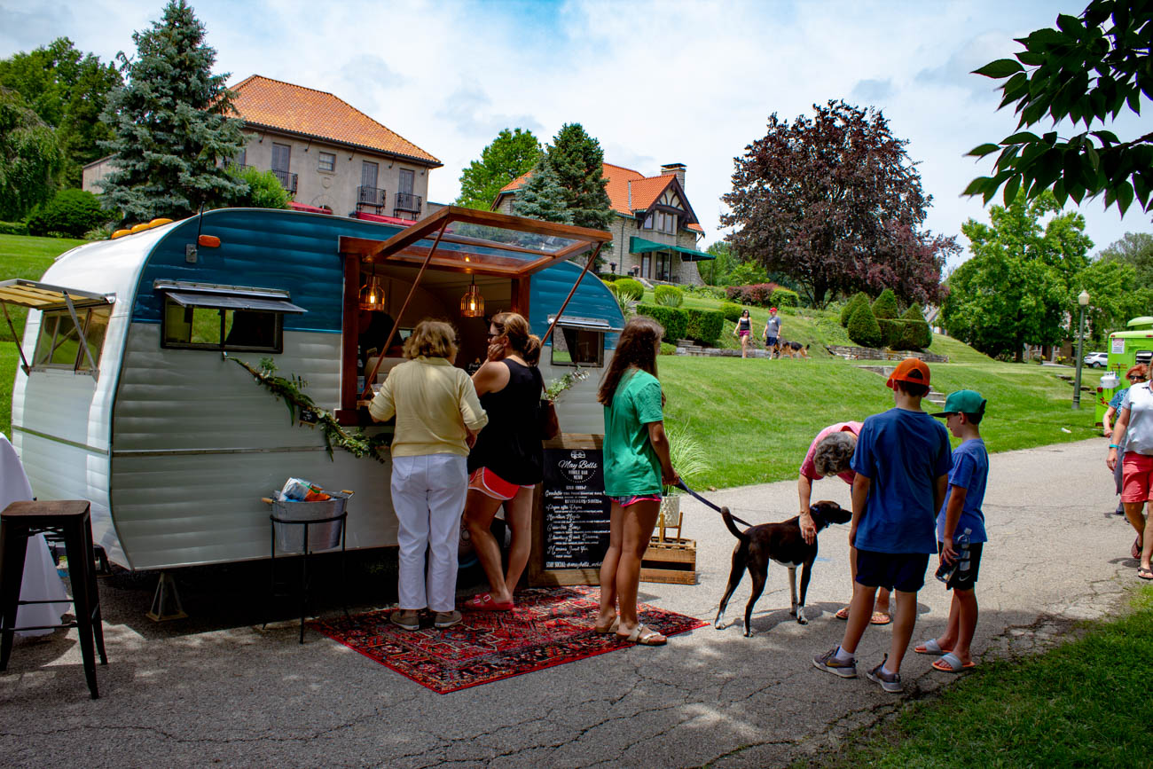 People lined up for a sip of May Bells Mobile Bar's juice mocktails. / Image: Katie Robinson, Cincinnati Refined // Published: 6.24.19