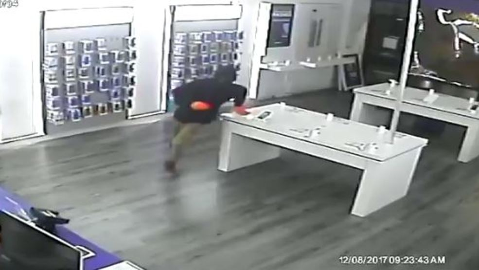 Burglars Take Electronics And Safe From Metro Pcs In Usville