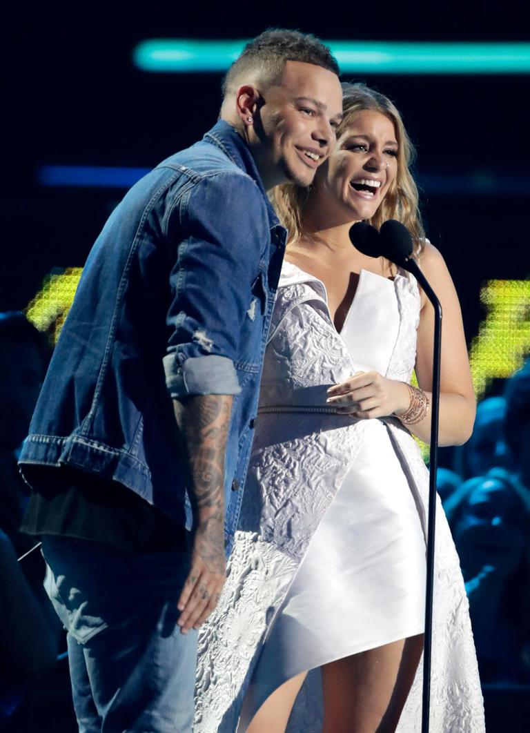Kane Brown, left, and Lauren Alaina accept the collaborative video of the year award at the CMT Music Awards (AP Photo/Mark Humphrey)