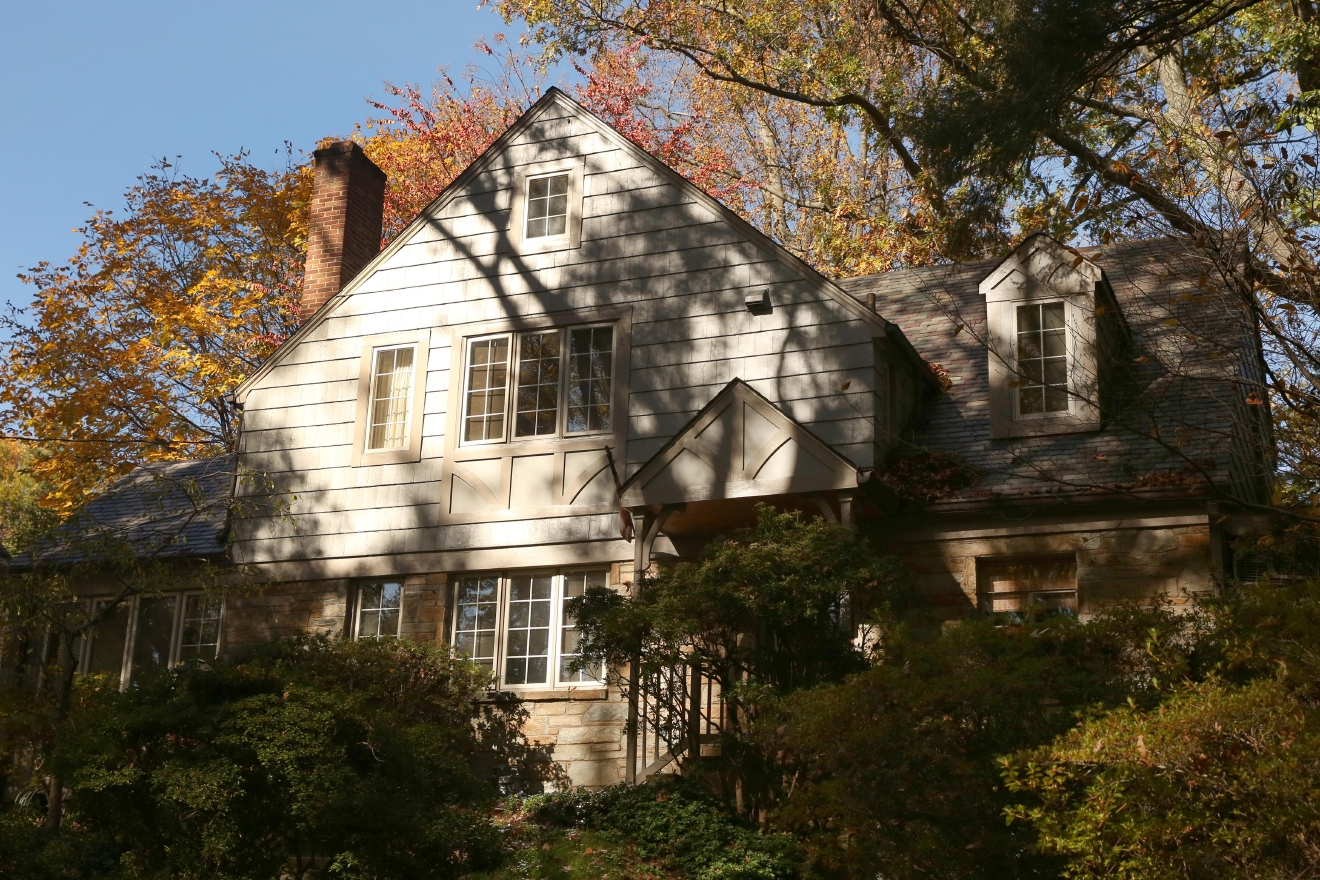 Along the edges of Glover-Archbold Park lies Foxhall, a quiet neighborhood where magnificent houses lurk behind fall foliage. Here are our favorite and most picturesque homes. (Amanda Andrade-Rhoades/DC Refined)