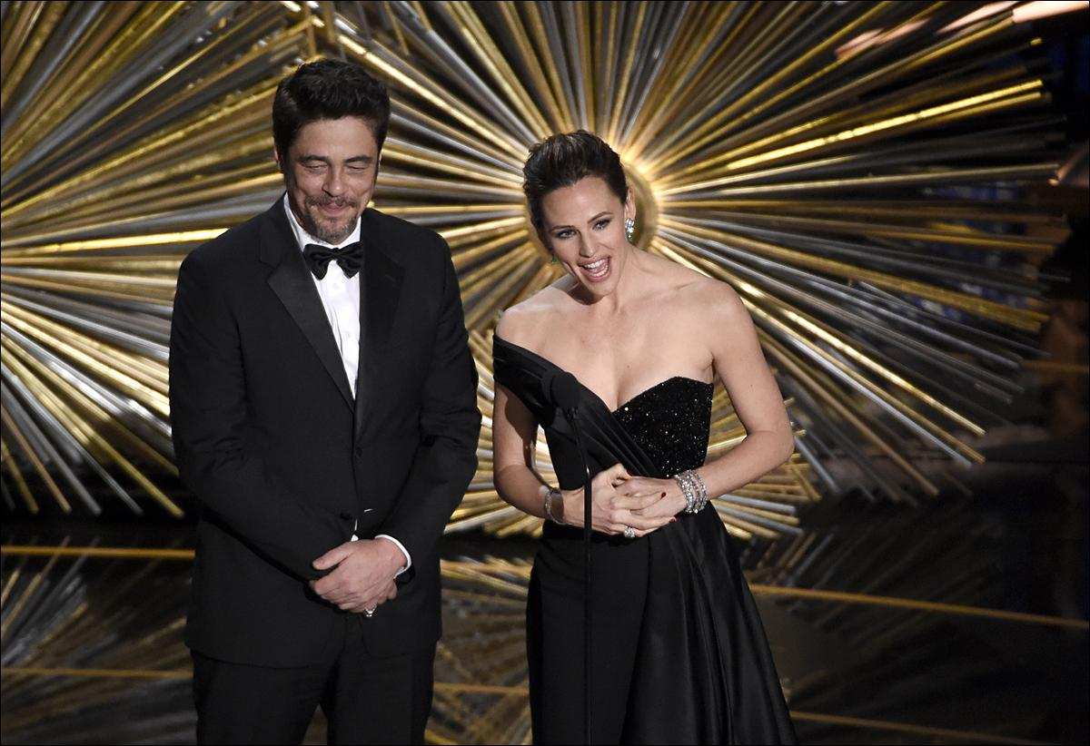 Benicio del Toro, left, and Jennifer Garner speak at the Oscars on Sunday, Feb. 28, 2016, at the Dolby Theatre in Los Angeles. (Photo by Chris Pizzello/Invision/AP)