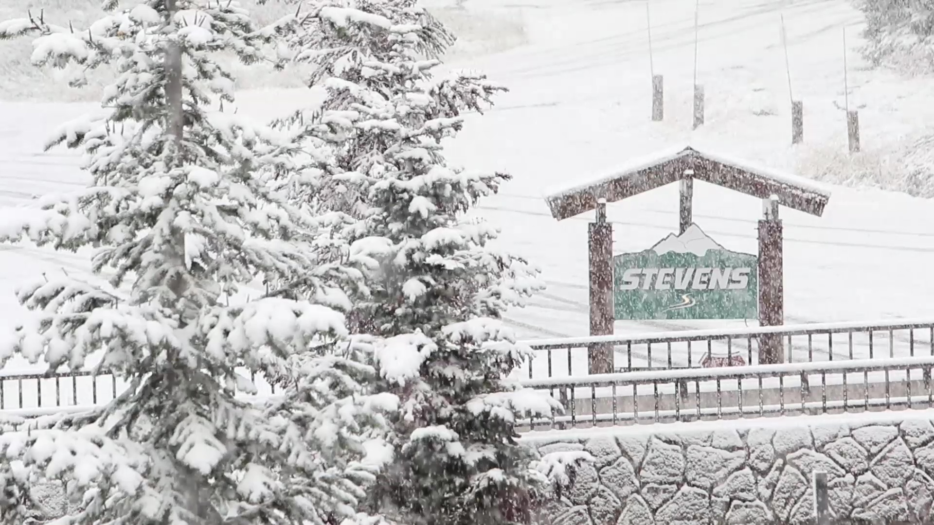 Snow falls at Stevens Pass on Oct. 12, 2017 (Photo: Stevens Pass Ski Resort)