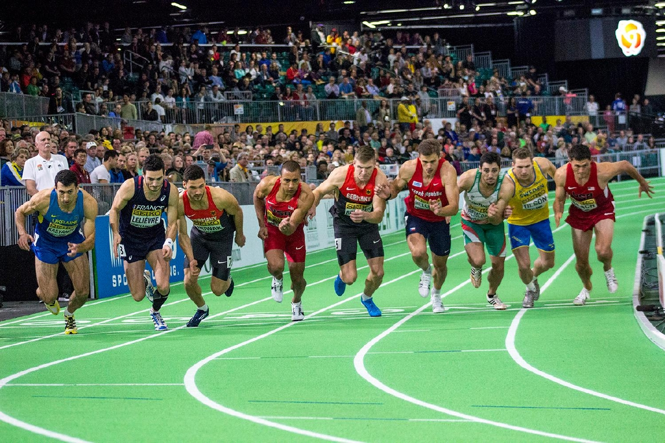 Men's heptathlon competitors take off from the starting line of the Men's 1000 meter race at the IAAF World Indoor Championships.