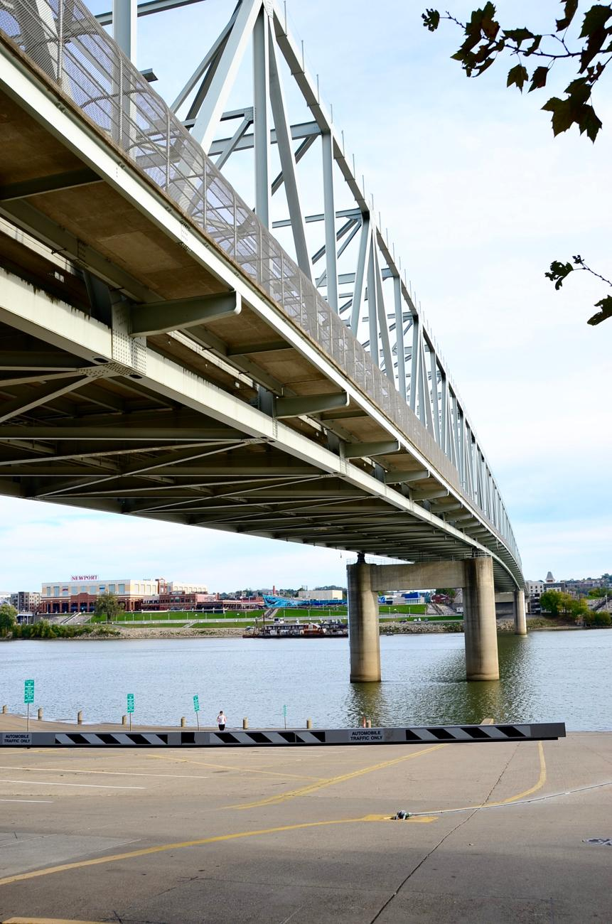 One of the most beautiful walks in Cincy is heading along the river between Sawyer Point and Smale Park. You can take a paved path the entire way. The roundtrip walk is approximately 2.5 miles and includes a number of picturesque backdrops. / Image: Leah Zipperstein, Cincinnati Refined // Published: 10.31.17