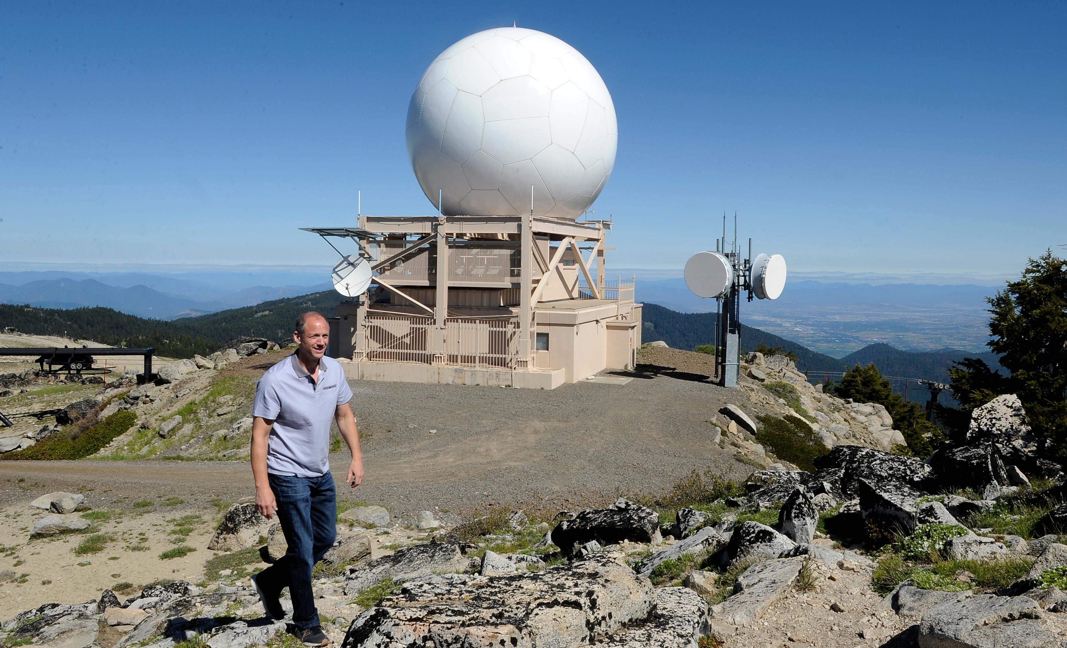 Andy Atkinson / Mail TribuneRyan Sandler makes his way to the top of Mt Ashland near the radar station for Southern Oregon and Northern California.