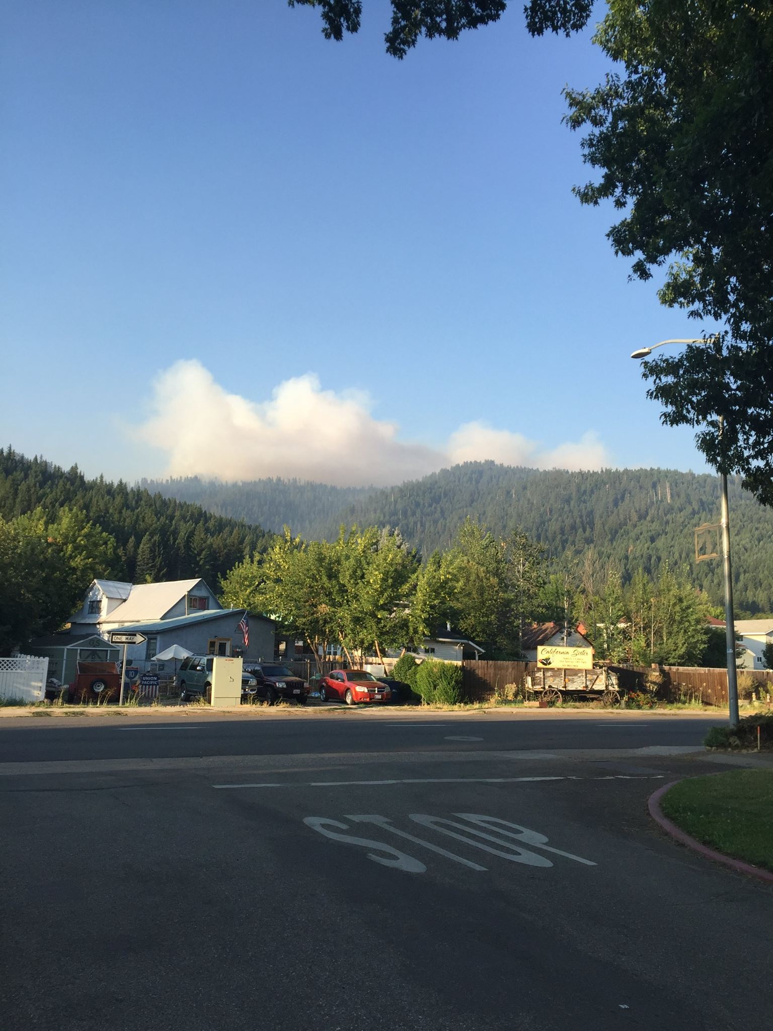 Minerva Fire smoke looking south from the heart of Quincy, CA. (Courtesy: U.S. Forest Service-Plumas National Forest)