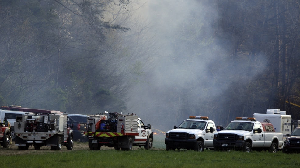komo 4 helicopter crash with 5 Killed In Tourist Helicopter Crash In Smoky Mountains 04 05 2016 on 24938871 further 4 Injured As Helicopter Crash Lands On Los Angeles Street further Index together with Witnesses Report Military Helicopter Crashes On Golf Course In Maryland in addition Helicopter crashes in downtown seattle.